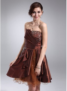 A-Line/Princess Scalloped Neck Knee-Length Taffeta Tulle Homecoming Dress With Ruffle Beading