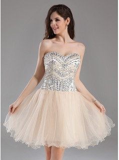A-Line/Princess Sweetheart Knee-Length Satin Tulle Homecoming Dress With Beading