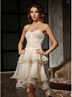 A-Line/Princess Sweetheart Knee-Length Organza Homecoming Dress With Ruffle Lace Beading