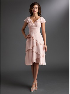 A-Line/Princess V-neck Knee-Length Chiffon Homecoming Dress With Ruffle