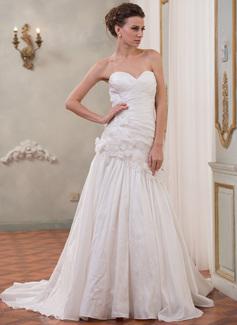 A-Line/Princess Sweetheart Chapel Train Taffeta Wedding Dress With Beading Flower(s)