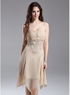 A-Line/Princess Strapless Knee-Length Chiffon Homecoming Dress With Ruffle Lace Beading