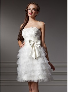 A-Line/Princess Strapless Knee-Length Satin Tulle Homecoming Dress With Ruffle Lace Bow(s)