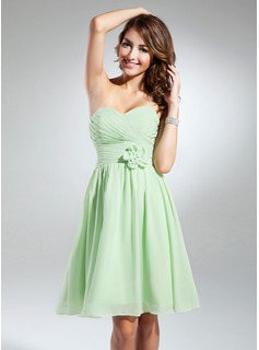 A-Line/Princess Sweetheart Knee-Length Chiffon Homecoming Dress With Ruffle Flower(s)