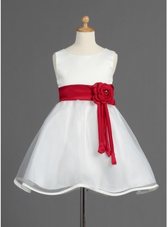 A-Line/Princess Scoop Neck Knee-Length Organza Satin Flower Girl Dress With Sash Beading Flower(s) Bow(s)