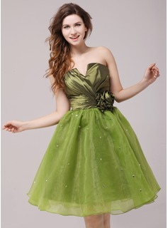 A-Line/Princess Scalloped Neck Knee-Length Taffeta Organza Cocktail Dress With Ruffle Beading Flower(s)