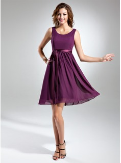 A-Line/Princess Scoop Neck Knee-Length Chiffon Charmeuse Bridesmaid Dress With Sash Bow(s)