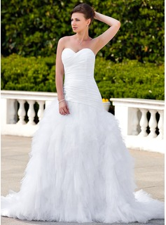 A-Line/Princess Sweetheart Chapel Train Taffeta Tulle Wedding Dress With Ruffle Beading Appliques Lace