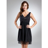 Empire V-neck Short/Mini Chiffon Cocktail Dress With Lace (016025853)