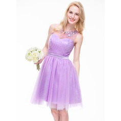 A-Line/Princess Scoop Neck Knee-Length Tulle Bridesmaid Dress With Ruffle Beading Appliques Lace Sequins