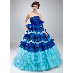 Corte de baile Estrapless Cola corte Organdí Encaje Vestido de quinceañera con Bordado Cascada de volantes