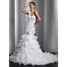 Forme Sirène/Trompette Encolure asymétrique Traîne mi-longue Organza Robe de mariée avec Fleur(s) Robe à volants