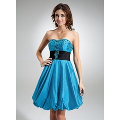 Empire Sweetheart Knee-Length Taffeta Homecoming Dress With Ruffle Sash Beading Appliques Lace