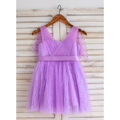 A-Line/Princess Knee-length Flower Girl Dress - Tulle/Lace Sleeveless V-neck With Pleated/Rhinestone