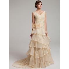 Corte A/Princesa Escote en V Barrer/Cepillo tren Organdí Vestido de novia con Encaje Bordado Flores Cascada de volantes Plisado