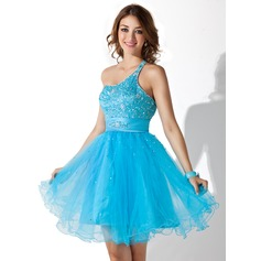 A-Line/Princess One-Shoulder Knee-Length Tulle Homecoming Dress With Beading Sequins