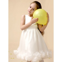 A-Line/Princess Knee-length Flower Girl Dress - Satin Sleeveless Scoop Neck With Flower(s)
