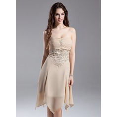 A-Line/Princess Strapless Knee-Length Chiffon Homecoming Dress With Ruffle Beading Appliques Lace