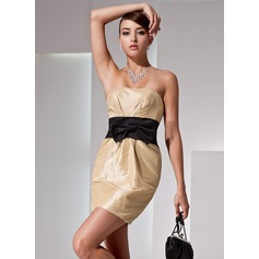 Sheath/Column Strapless Short/Mini Taffeta Homecoming Dress With Ruffle Sash Bow(s)