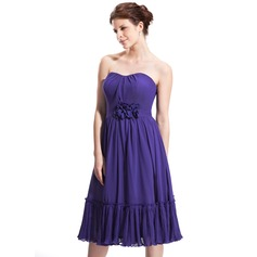 A-Line/Princess Sweetheart Knee-Length Chiffon Homecoming Dress With Ruffle Flower(s)