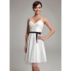 Corte A/Princesa Escote corazón Hasta la rodilla Tafetán Vestido de novia con Volantes Fajas Lazo(s)