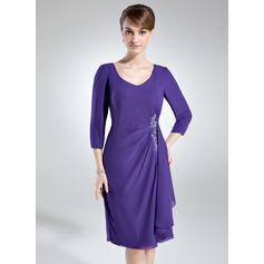 Etui-Linie V-Ausschnitt Knielang Chiffon Kleid für die Brautmutter mit Applikationen Spitze Pailletten Gestufte Rüschen