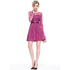 A-Line/Princess Scoop Neck Short/Mini Lace Cocktail Dress