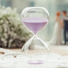 Красивая стекло песочные часы