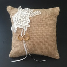 Simple Ring Pillow in Lace/Linen With Flowers