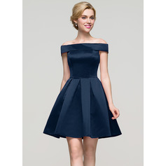 A-formet/Prinsesse Off-the-Shoulder Kort/Mini Satin Ballkjole (022089910)