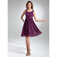 A-Line/Princess Scoop Neck Knee-Length Chiffon Bridesmaid Dress With Bow(s)