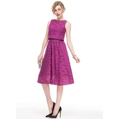 A-Line/Princess Strapless Knee-Length Lace Cocktail Dress