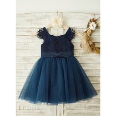 A-Line/Princess Knee-length Flower Girl Dress - Tulle/Lace Short Sleeves Square Neckline With Lace/Appliques