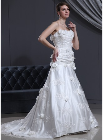 A-Line/Princess Sweetheart Chapel Train Tulle Charmeuse Wedding Dress With Lace Beading Flower(s)