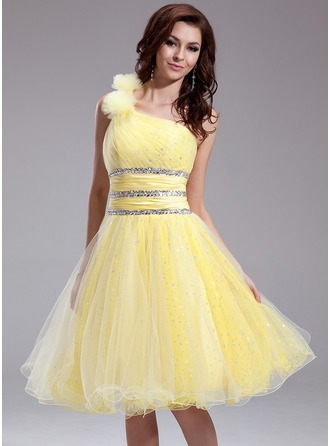 A-Line/Princess One-Shoulder Knee-Length Taffeta Organza Homecoming Dress With Ruffle Beading Flower(s)