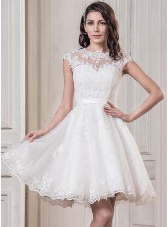 Corte A/Princesa Escote redondo Hasta la rodilla Satén Tul Vestido de novia con Los appliques Encaje