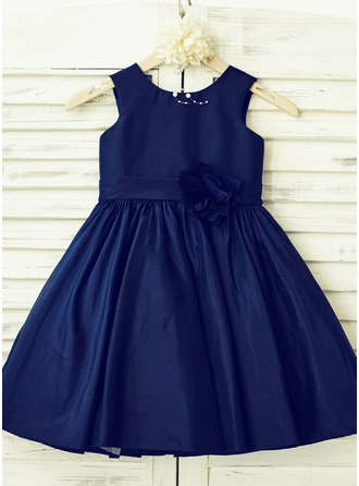 A-Line/Princess Knee-length Flower Girl Dress - Taffeta Sleeveless Scoop Neck With Flower(s)