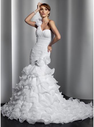 Corte trompeta/sirena Un sólo hombro Cola capilla Organdí Vestido de novia con Flores Cascada de volantes