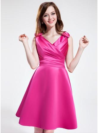 A-Line/Princess V-neck Knee-Length Satin Bridesmaid Dress With Ruffle Bow(s)