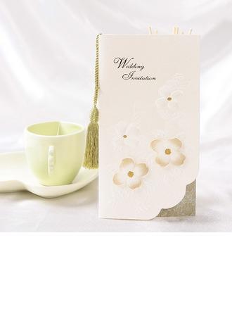 Style Florale Pli en 3 Invitation Cards avec Glands