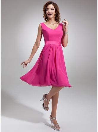 A-Line/Princess V-neck Knee-Length Chiffon Charmeuse Homecoming Dress