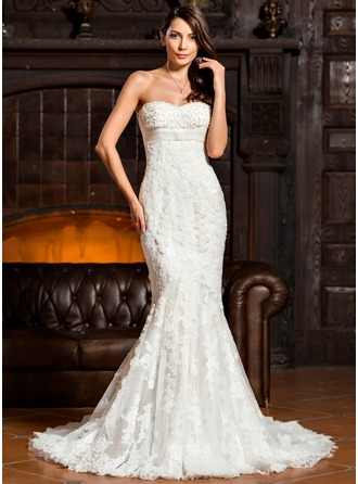 Trumpet/Mermaid Sweetheart Court Train Tulle Lace Wedding Dress With Ruffle Flower(s)