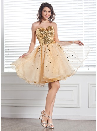 A-Line/Princess Sweetheart Knee-Length Organza Sequined Homecoming Dress