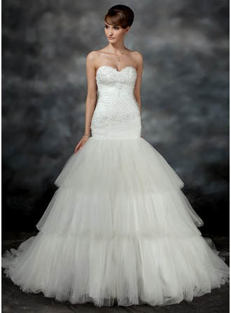 Trumpet/Mermaid Sweetheart Court Train Tulle Wedding Dress With Ruffle Appliques Lace