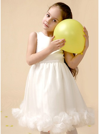 A-Line/Princess Scoop Neck Knee-Length Satin Flower Girl Dress With Flower(s)