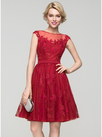 A-Line/Princess Scoop Neck Knee-Length Tulle Lace Cocktail Dress