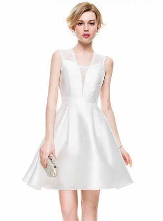 A-Line/Princess V-neck Short/Mini Taffeta Lace Cocktail Dress