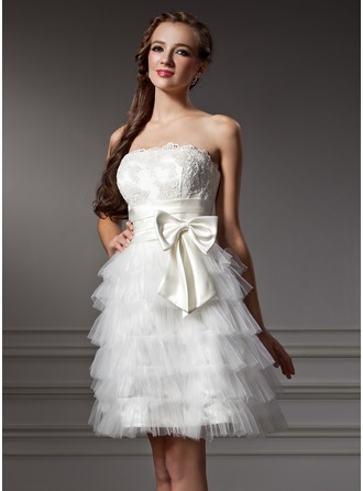 A-Line/Princess Strapless Knee-Length Tulle Homecoming Dress With Ruffle Lace Bow(s)
