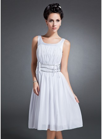 A-Line/Princess Scoop Neck Knee-Length Chiffon Homecoming Dress With Ruffle