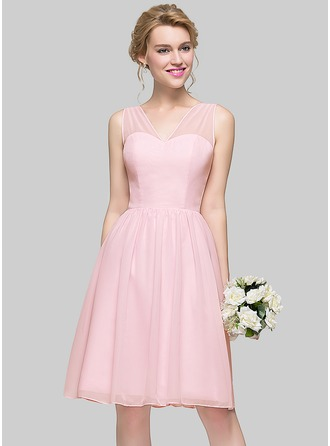 A-Line/Princess V-neck Knee-Length Chiffon Bridesmaid Dress With Bow(s)